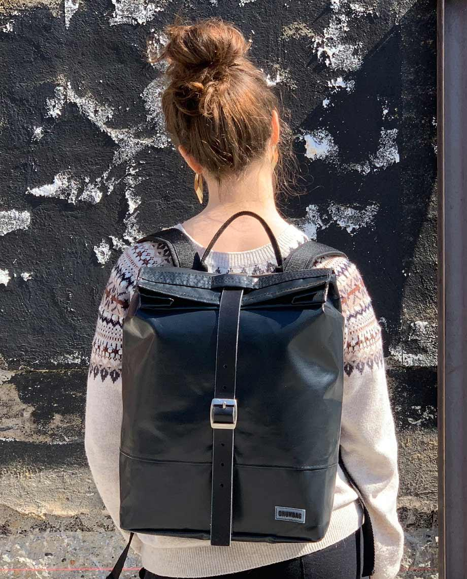0__=__youtube___Have a look inside this cool backpack___https://www.youtube.com/embed/0LR6IW6Afp8___0LR6IW6Afp8