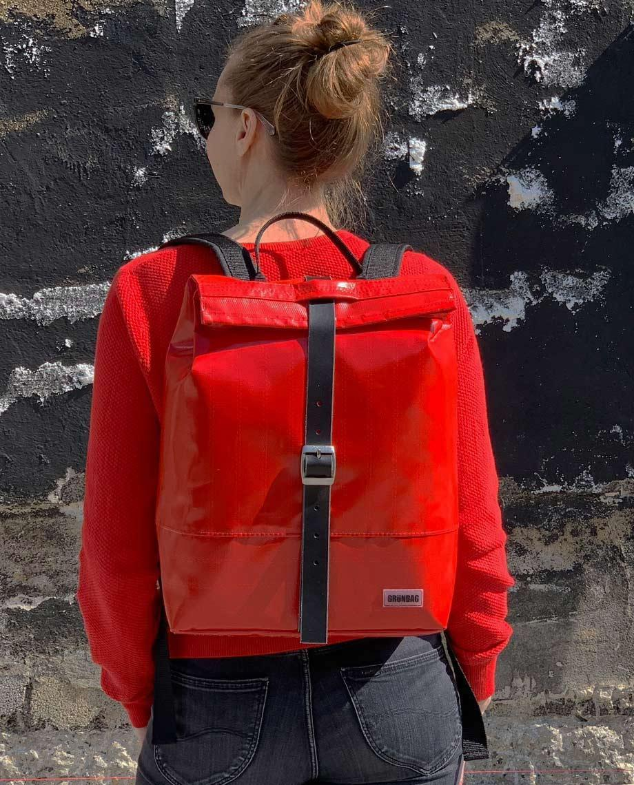 0__=__youtube___Have a look inside this backpack___https://www.youtube.com/embed/0LR6IW6Afp8___0LR6IW6Afp8