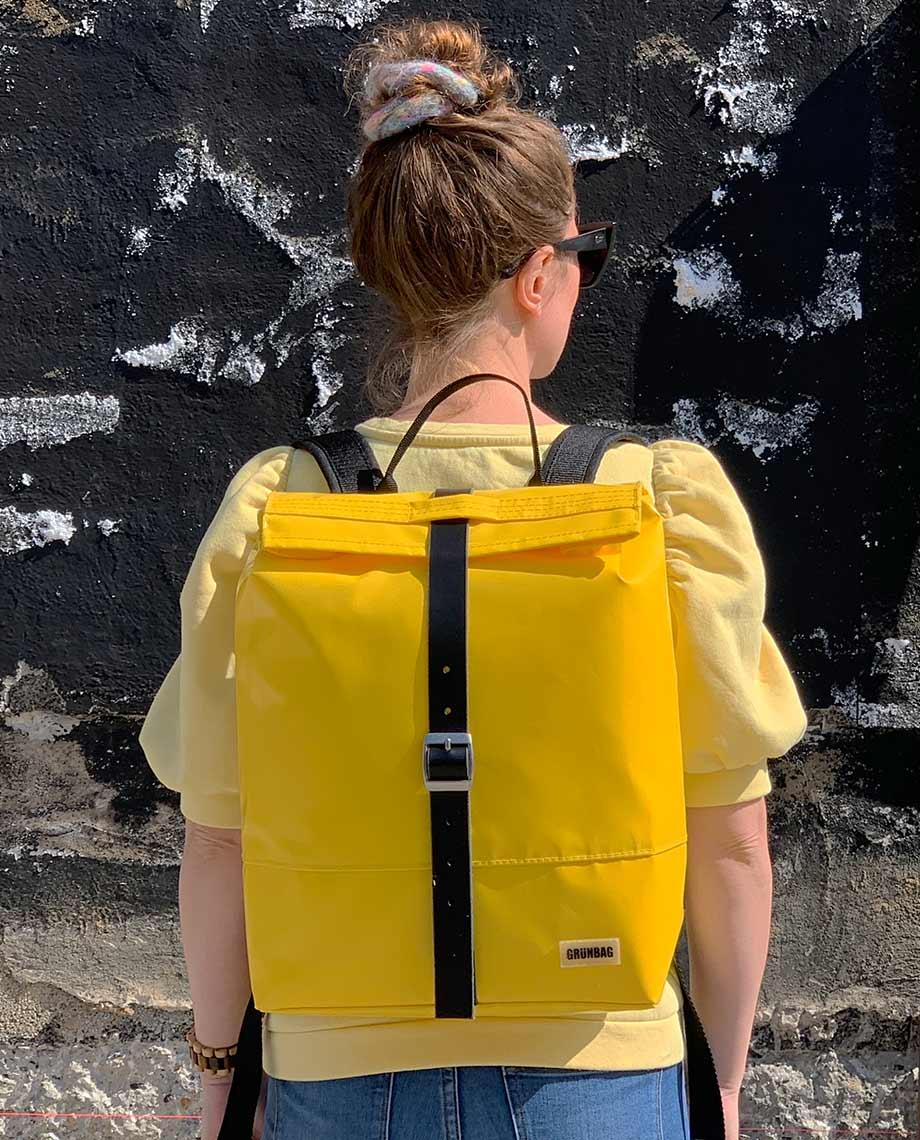0__=__youtube___Take a look inside this spacious backpack___https://www.youtube.com/embed/0LR6IW6Afp8___0LR6IW6Afp8