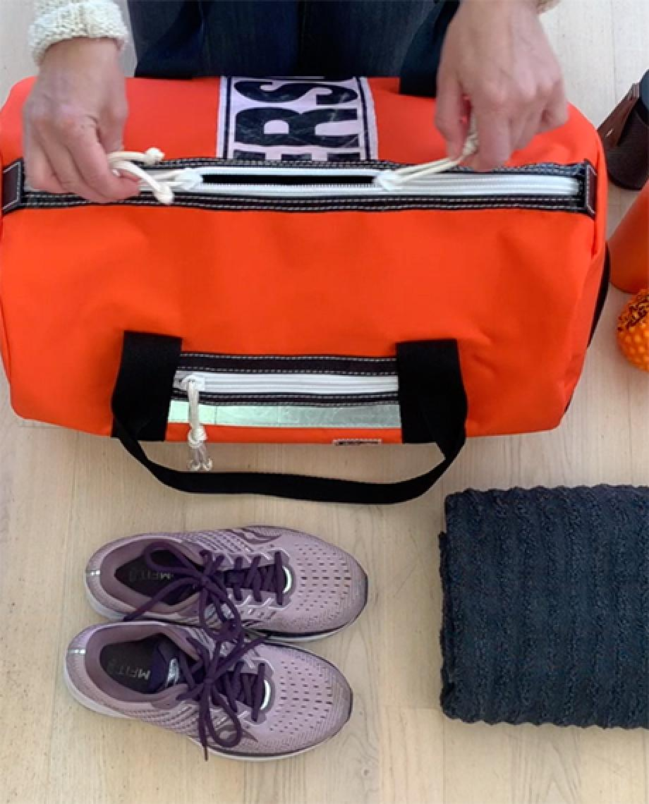 0__=__youtube___what's in my sports bag___https://www.youtube.com/embed/HzQfAd4yDkY___HzQfAd4yDkY